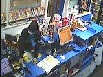 Lupič ozbrojený nožem přepadl benzinku v Lednici. Odnesl si desítky tisíc korun