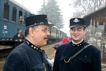 Parní lokomotiva Šlechtična byla neustále v obležení lidí.
