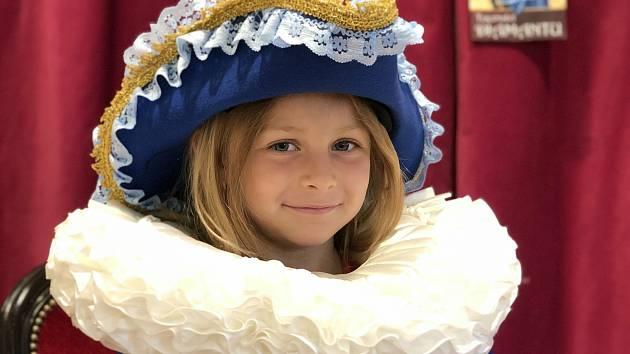 Vyzkoušet si šaty princezen, prostřít si zámeckou hostinu nebo objevit tajemství diamantu mohou děti i dospělí na nové výstavě v Jízdárnách zámku v Lednici.