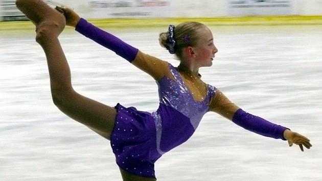 O víkendu se na zimním stadionu v Břeclavi vystřídalo na sto padesát mladých krasobruslařek a krasobruslařů.