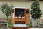 Květiny z dřevěného automatu. Po úspěších v Němčičkách otevřeli další kveetkomat. Tentokrát v obci Morkůvky.