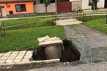Propady půdy v Milovicích u Mikulova řeší opakovaně. Systém podzemních chodeb tam vytvořili prý už lovci mamutů.