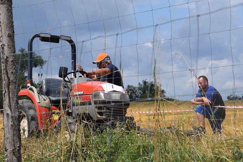 Podivínští v sobotu dopoledne odstartovali jubilejní desátý ročník traktoriády Podivínský mazec.