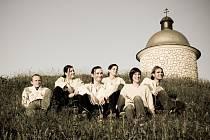 Kapela V hnízdě rej z Kobylí hraje slováckou world music.