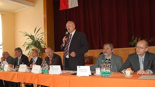 Oldřich Ryšavý na konferenci sociální demokracie v Břeclavi.