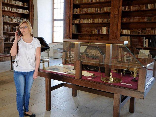 Prohlédnout si nejnovější výstavy v Regionálním muzeu v Mikulově mohou nově zahraniční turisté díky audioprůvodcům.