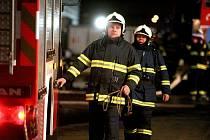 Při požáru v Pohořelicích zasahovalo devět jednotek hasičů.
