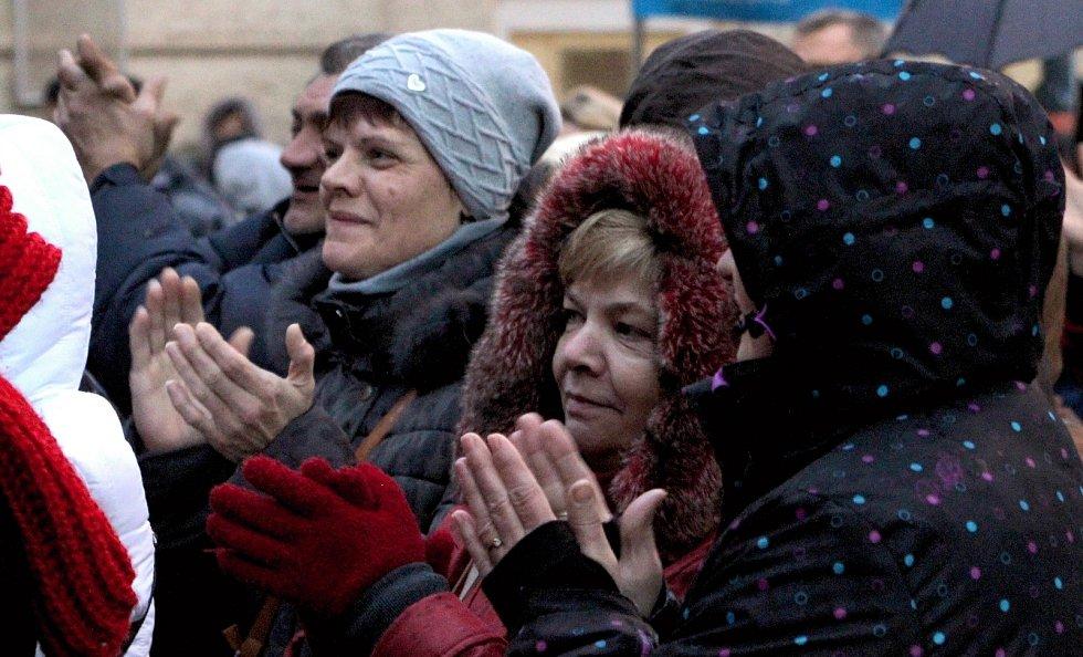 Na akci Starostův svařák vystoupila dva dny před Štědrým dnem v Břeclavi Yvetta Blanarovičová. Lidé se bavili, ochutnávali svařák z četných stánků nakupovali typické vánoční zboží i dobroty. Děti se bavily třeba na kolotoči.