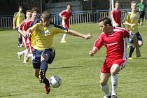 Osmnáctiletý Brazilec Silveira (ve žluté) oživil hru béčka MSK proti Dražovicím.