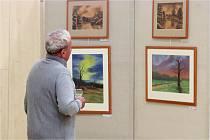 Vernisáž obrazů Libora Vymyslického v ladenské sportovní hale