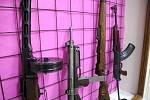 Uniformy, zbraně, vězení, muniční sklad nebo i replika železné opony. To všechno najdou už od konce dubna lidé v novém muzeu ve Valticích.