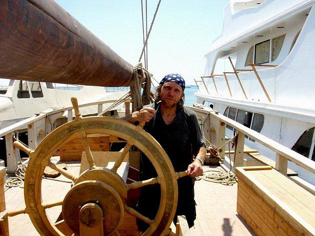 Luděk Kocourek stavěl loď v Egyptě.