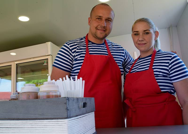 Antonín Juriga a jeho partnerka Eva Hrubá nabízejí ve svém Bistru Přístav v Pavlově unikátní zmrzlinu na asijský způsob.