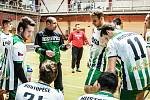 Petr Semerád (na snímku v zelenočerné bundě) je dlouholetým trenérem Legaty Hustopeče.