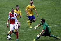 Břeclavští fotbalisté (ve žlutém) doma znovu ztratili tři body.