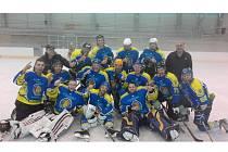 Mužský hokej v Břeclavi žije. Týden před zahájením krajské soutěže vyrazili Lvi na hokejový turnaj KHL4 v Uherském Ostrohu. Hráči Břeclavi neokusili hořkost porážky a turnaj vyhráli.