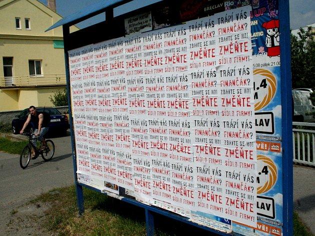 Vylepené plakáty vBřeclavi