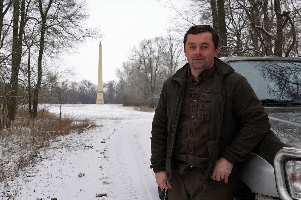 Obelisk je soukromá obora majitele Františka Fabičovice. Pěším je přístupná cesta k lichtenštejnské památce v sezoně ve vyhrazených hodinách. Přes zimu je uzavřená. Na snímku správce Petr Dvořák.
