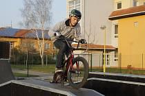 Břeclav má opět skatepark.