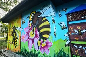 Umělci zkrášlili další trafostanice v Břeclavi.