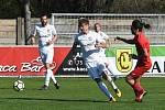 Fotbalisté Sokola Lanžhot (v bílých dresech) v 21. kole Divize D porazili Starou Říši 4:1.