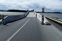 Most přes Nové Mlýny u Pasohlávek na Brněnsku. Kvůli jeho rekonstrukci auta jezdila přes okolní obce.