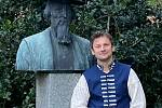 Turista v kroji Marek Šalanda.