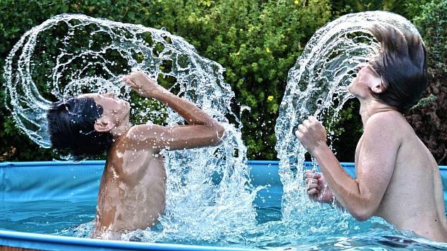 V kategorii lidé zaujala fotka Jiřího Fialy s všeříkajícím názvem Letní řádění.