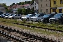 V Hustopečích přibudou parkovací místa. Řád dostanou zpevněné plochy ve Vinařské ulici, sto dvacet metrů dlouhé parkoviště získá Bratislavská a nové parkoviště již slouží v Nádražní ulici.