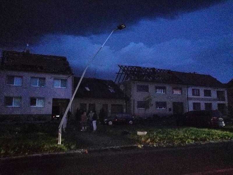Apokalypsa po tornádu v Moravské Nové Vsi na Břeclavsku, 24. června 2021.