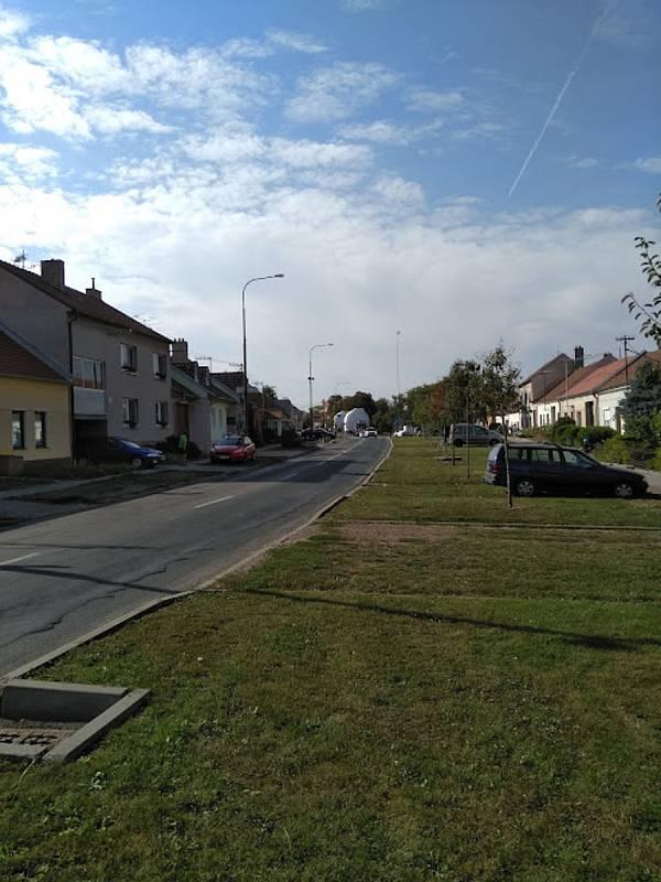 Nadměrný náklad projel ve středu kolem půl čtvrté odpoledne Moravským Žižkovem.