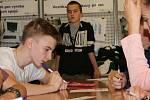 Žáci osmých a devátých tříd základních škol a studenti středních škol a gymnázií soutěžili ve středu v budově Střední průmyslové školy Edvarda Beneše a Obchodní akademie Břeclav v krajském kole soutěže v pIšQworkách.