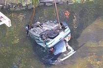 Řidička skončila po nehodě v Dyji.