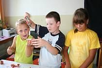 Na příměstském táboře Mladý umělec v Břeclavi se děti věnovaly zábavnému tvoření, ale i venkovním či sportovním aktivitám.