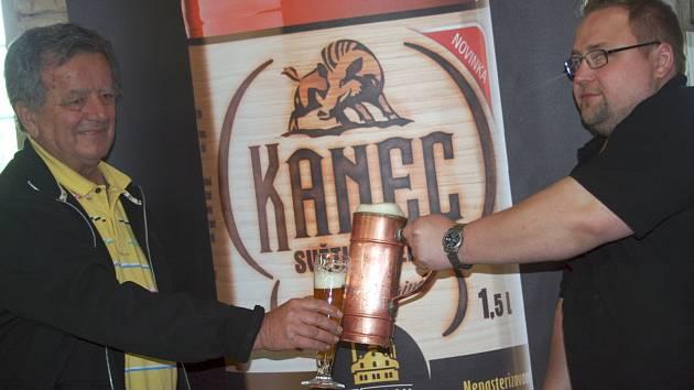 Obnovený Zámecký pivovar Břeclav odhalil jména svých dvou nových piv. Dvanáctka ponese již dříve používaný název Kanec, desetistupňové pivo bude Delegát. Výroba piva se do Břeclavi vrací po bezmála dvacetileté přetržce.