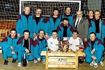 Zakládající členové šitbořické kolové s vítězi Turnaje mistrů světa Bergerem a Kratochvílem z roku 1995.