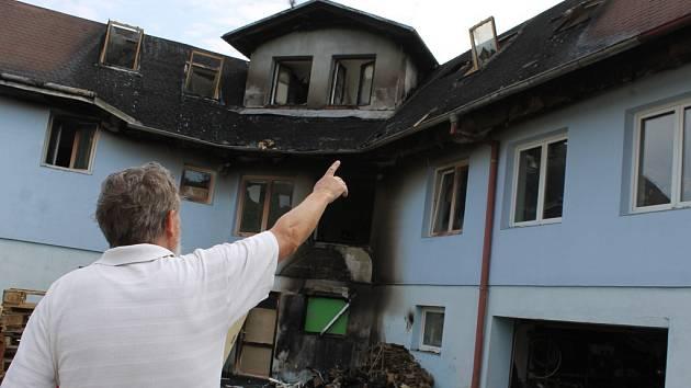 Ke čtyřem milionům korun se šplhají náklady na opravu ubytovny, kterou před časem v Němčičkách poničil požár.