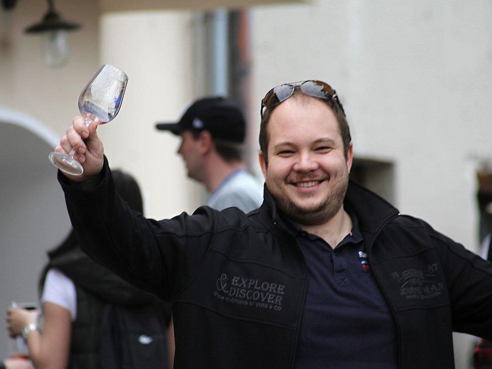 Ze sklepa do sklepa 2018. Ve Velkých Bílovicích podle pořadatelů putovalo za vínem téměř šest tisíc platících návštěvníků.