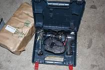 Manželský pár kradl na Břeclavsku baterie. Z aut i těžké techniky. Muž vykrádal také různé objekty.