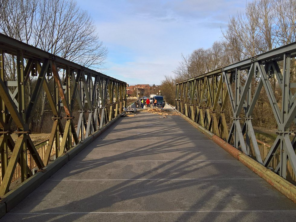 Vojenský most, takzvaný mamut, u Drnholce.