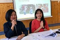 Thajská velvyslankyně Ureerat Chareontoh při úterní návštěvě Mikulova spolu s místostarostkami Sylvou Chludilovou a Leonou Alexovou