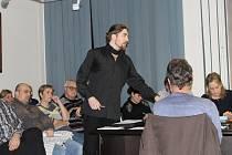 Petr Fridrich odvolaný z pozice ředitele organizace Sportovní zařízení města Hustopeče hájil svou práci na mimořádném zastupitelstvu. Argumenty obou dotčených stran zajímaly desítky lidí v zaplněné jednací místnosti.