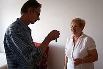 Vlasta Holásková se stala první nájemnicí nového domova pro důchodce ve Vranovicích. Vybrala si jej i kvůli vstřícnosti tamních obyvatelů.