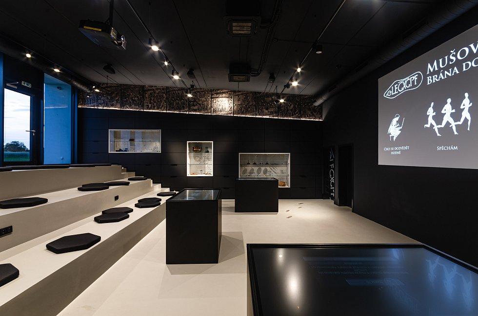 Římští legionáři v plné zbroji, unikátní nálezy i naučná stezka lákají do nově otevřené expozice a návštěvnického centra v Pasohlávkách.