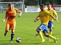 Břeclavští fotbalisté (ve žlutém). Ilustrační foto.