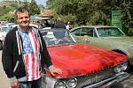 """Darek Haumer z Pohořelic renovuje staré ameriky, tedy """"detroitské železo"""", jak se autům říká."""