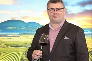Sommeliér Národního vinařského centra ve Valticích Marek Babisz.