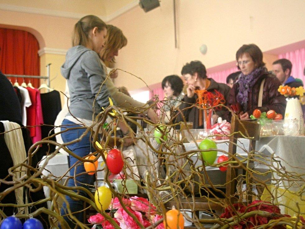 Velikonoční jarmark ve Velkých Němčicích navštívily desítky lidí.