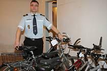 Městská policie v Břeclavi prodává na své základně vybrané věci ze ztrát a nálezů. Hlavně jízdní kola a mobilní telefony. Pokračovat s tím bude až do příštího čtvrtka.