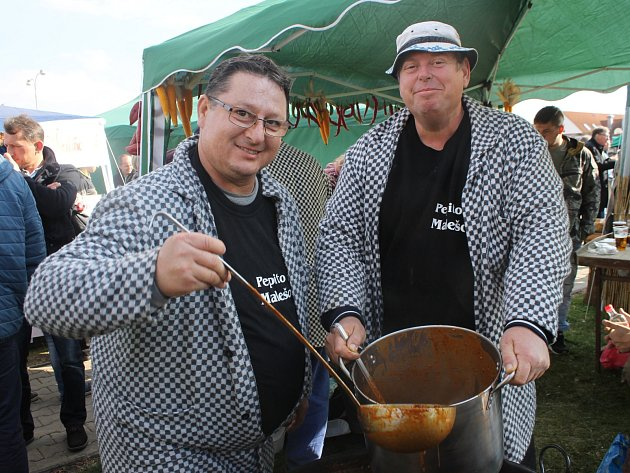 Do Mikulova zamířily tisíce lidí. Přilákal je další ročník Pálavského gulášfestu.